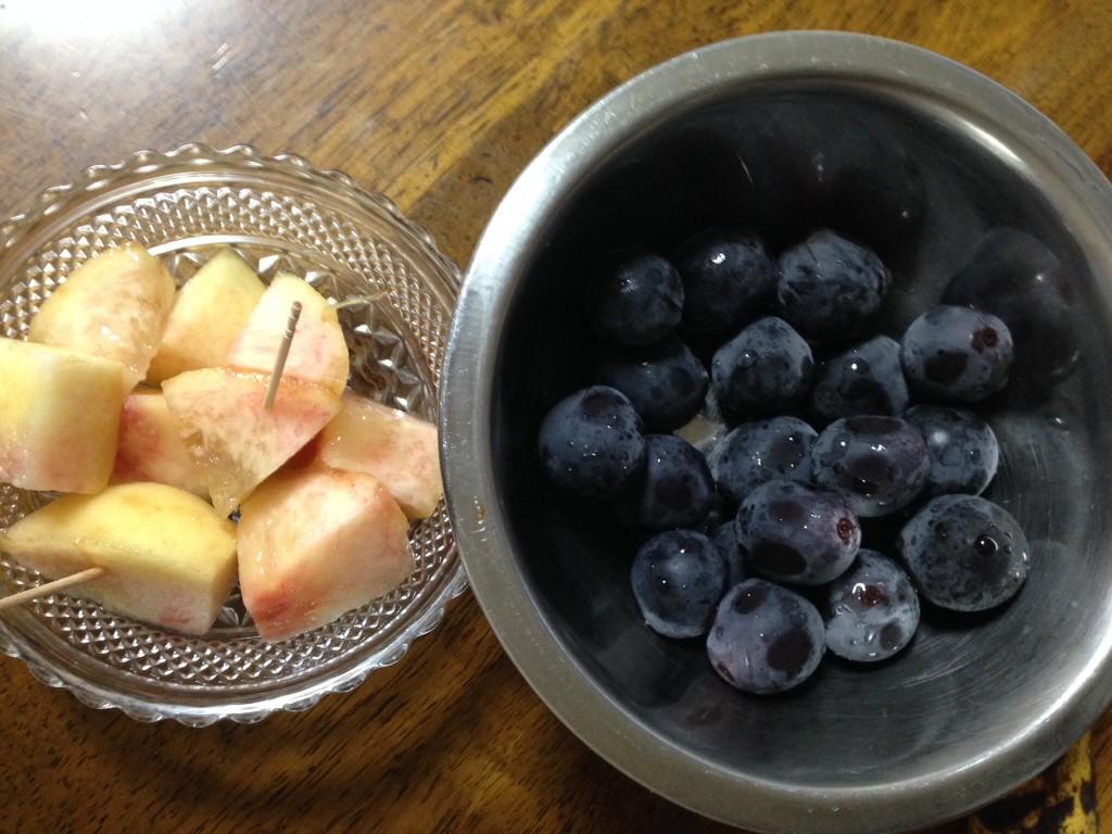 ぶどうと桃