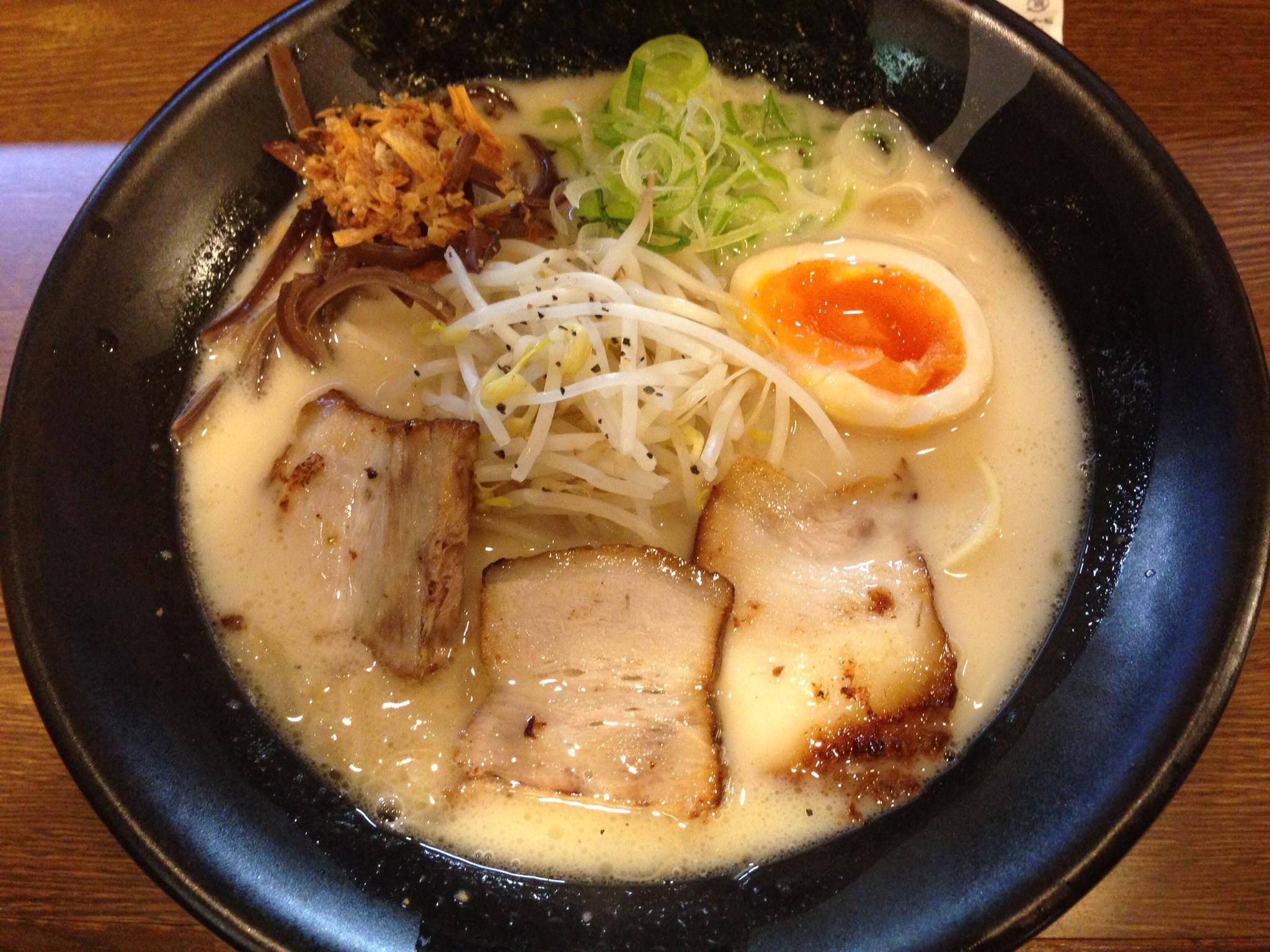 黒豚ラーメン『仏跳麺』都城店のラーメン