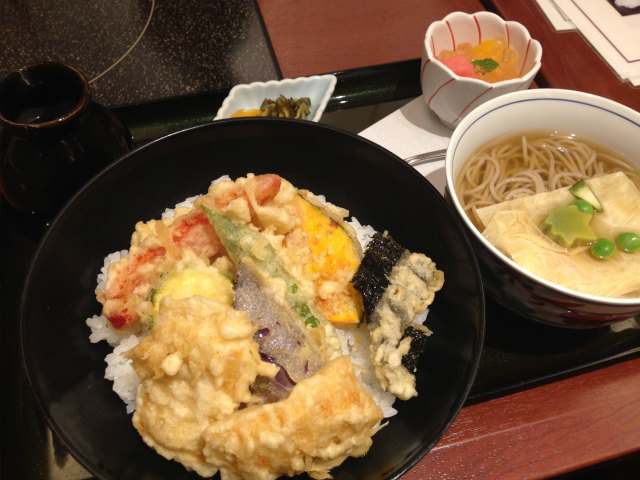 美々卯 京都伊勢丹店の野菜丼蕎麦