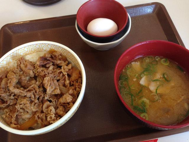 すき家 10号姶良宮島店の牛丼トン汁卵セット