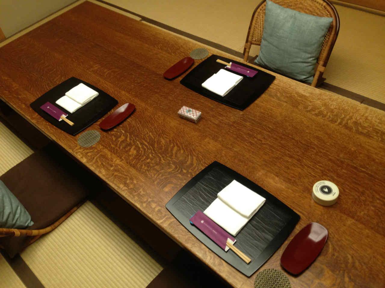 一心鮨 光洋 テーブル