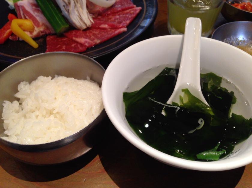 わかめスープと白米
