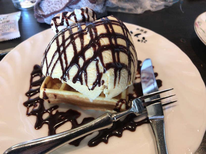 珈琲屋らんぷ小牧店のチョコレートワッフル
