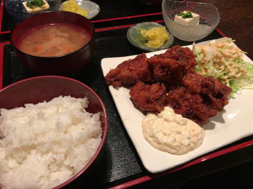 大阪 扇町ケムリ(KEMURI)のチキン南蛮定食