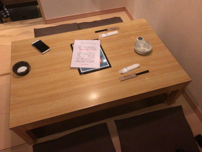 隠れ家キッチンOhana(オハナ)内観・テーブル席