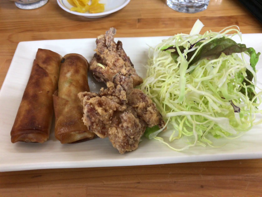 麺処コジマ屋の春巻きと唐揚げ