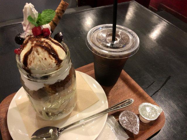 アブラツコーヒーカフェのティラミスパンケーキパフェ