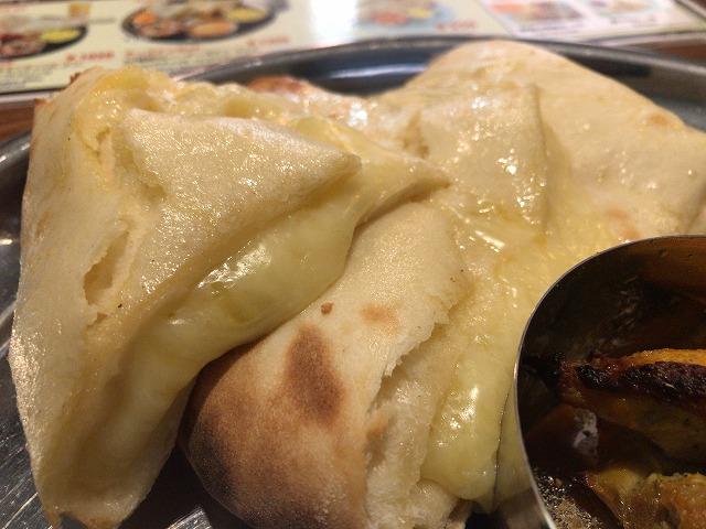 インド本場カレーラマのチーズナン