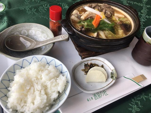 綾町『酒泉の杜』の照葉庵の牛スジとホルモンの味噌鍋
